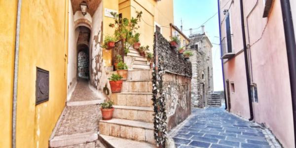 La Trasonna, uno dei vicoli più stretti d'Italia (Candela, FG)