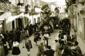 Carnevale 1959 -Carro -Geremia e Panciovilla- in corso Manfredi foto di Stato Quotidiano (Manfredonia, FG)