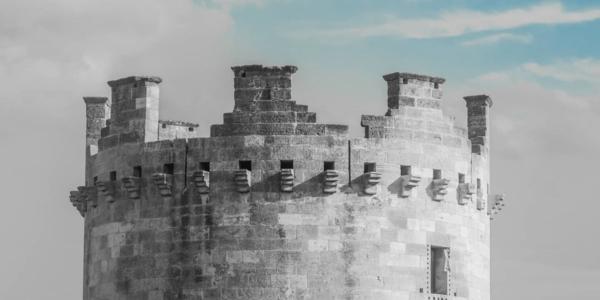torre di castello con merli Lucera, Foggia, Puglia